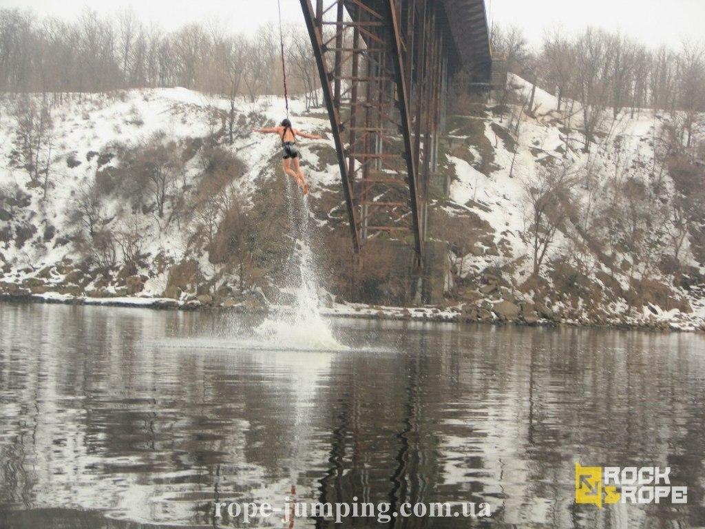 Зимние прыжки с моста