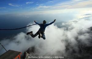 Прыжки со скалы в Крыму